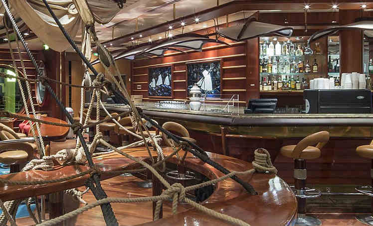 Schooner's Bar on Royal Caribbean's Empress of the Seas